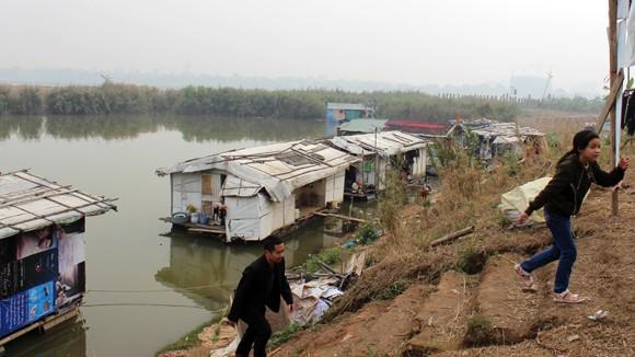 CATP Hà Nội chúc Tết, tặng quà nhân dân, giáo dân nghèo ven sông Hồng ảnh 4