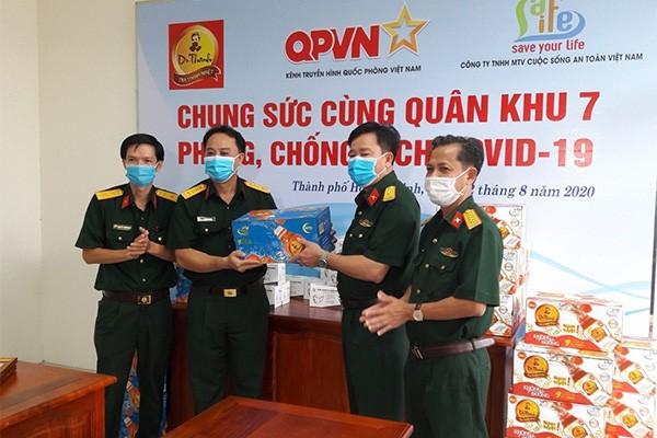 Trà Thanh Nhiệt Dr Thanh tiếp sức đồng bào, chiến sĩ Quân khu 5 và Quân khu 7 ảnh 2