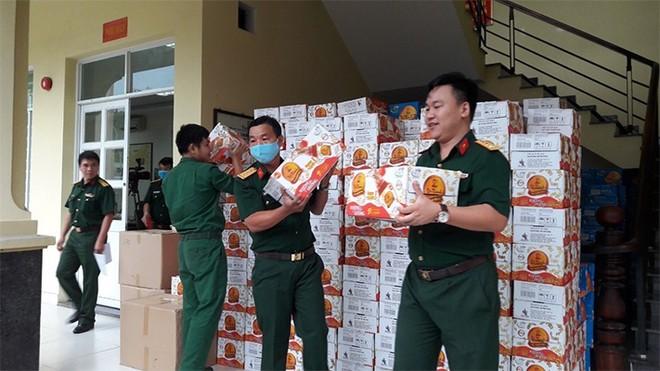 Trà Thanh Nhiệt Dr Thanh tiếp sức đồng bào, chiến sĩ Quân khu 5 và Quân khu 7 ảnh 3