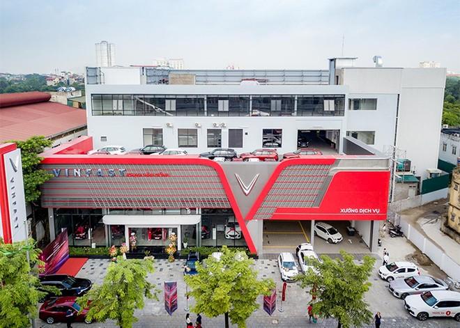 Khám phá showroom VinFast mới rộng gần 5.000m2 tại Hà Nội ảnh 1