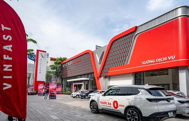 Khám phá showroom VinFast mới rộng gần 5.000m2 tại Hà Nội ảnh 2