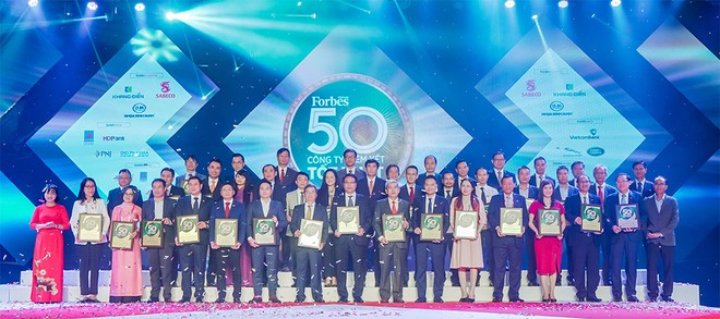 """Lần thứ 8 liên tiếp, Tập đoàn Đất Xanh được vinh danh """"Top 50 công ty niêm yết tốt nhất Việt Nam 2020"""" ảnh 2"""