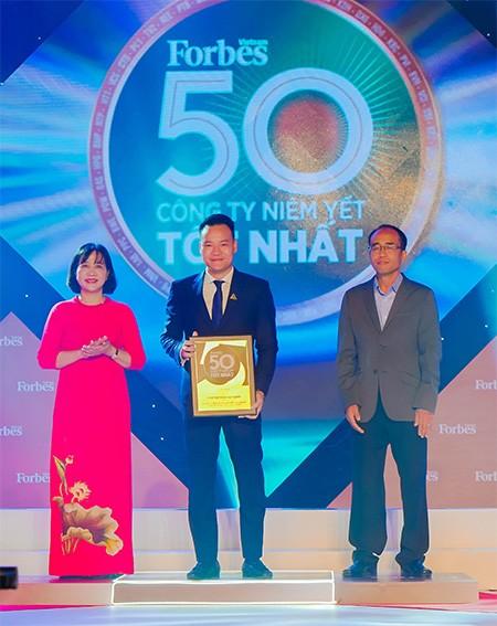 """Lần thứ 8 liên tiếp, Tập đoàn Đất Xanh được vinh danh """"Top 50 công ty niêm yết tốt nhất Việt Nam 2020"""" ảnh 1"""