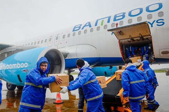 Bamboo Airways cấp tập đưa bác sĩ, hàng hóa y tế vào hỗ trợ đồng bào miền Trung ảnh 1