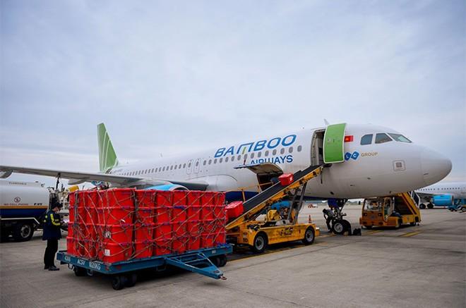 Bamboo Airways cấp tập đưa bác sĩ, hàng hóa y tế vào hỗ trợ đồng bào miền Trung ảnh 3