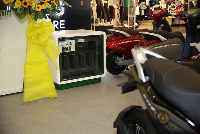 VinFast đồng loạt khai trương 21 showroom ô tô và xe máy điện ảnh 2