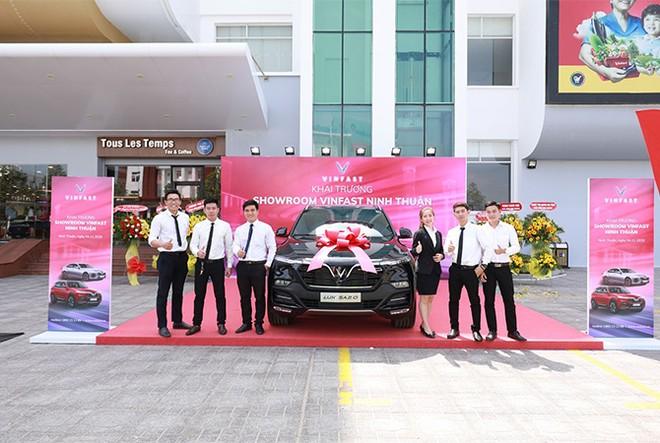 VinFast đồng loạt khai trương 21 showroom ô tô và xe máy điện ảnh 4