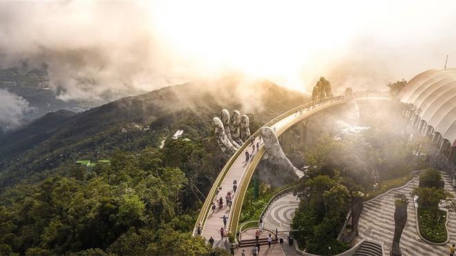 Ngắm không biết chán những khoảnh khắc tuyệt đẹp của Cầu Vàng ảnh 10