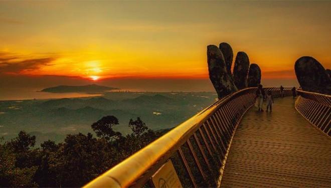 Ngắm không biết chán những khoảnh khắc tuyệt đẹp của Cầu Vàng ảnh 3
