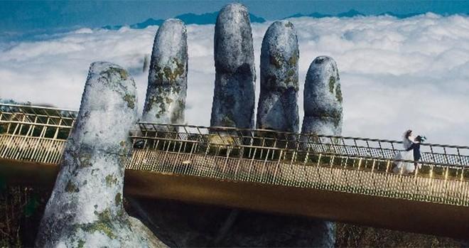Ngắm không biết chán những khoảnh khắc tuyệt đẹp của Cầu Vàng ảnh 6