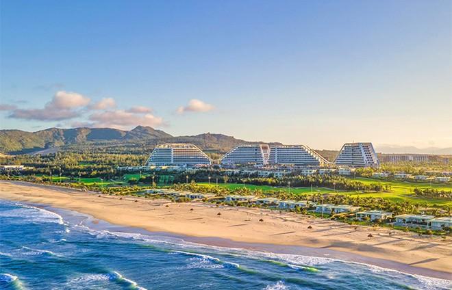 """Cận cảnh """"siêu phẩm nghỉ dưỡng"""" sắp khai trương FLC Grand Hotel Quy Nhon: 1.500 phòng, bể bơi ngoài trời 1.000m ảnh 1"""