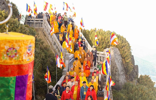 Cận cảnh lễ cầu an lớn nhất trên đỉnh Fansipan ảnh 1