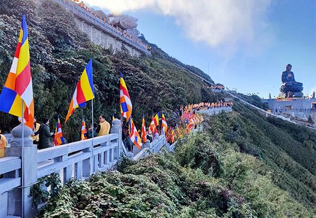 Cận cảnh lễ cầu an lớn nhất trên đỉnh Fansipan ảnh 3
