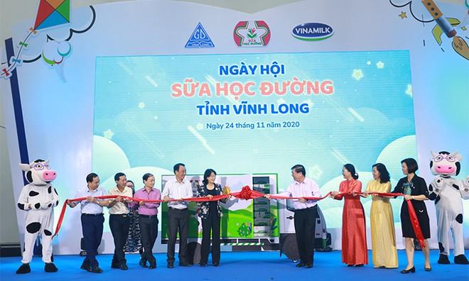 Hơn 46.300 học sinh tỉnh Vĩnh Long được thụ hưởng Sữa học đường năm học 2020-2021 ảnh 1