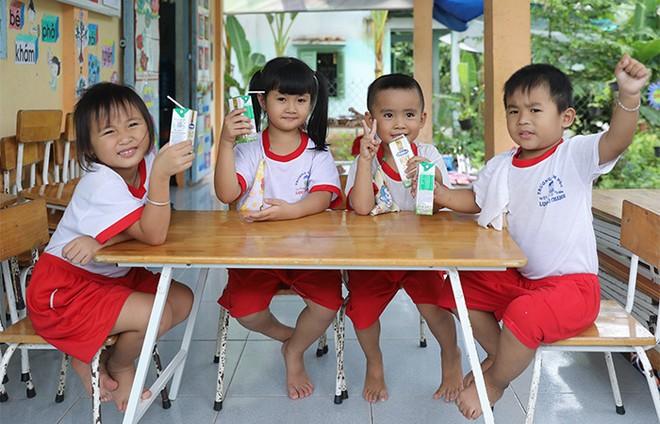 Hơn 46.300 học sinh tỉnh Vĩnh Long được thụ hưởng Sữa học đường năm học 2020-2021 ảnh 10