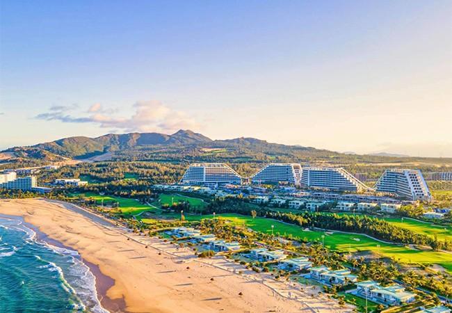 Chính thức khai trương khách sạn dài gần 1km, 1.500 phòng, công suất 3.500 khách tại Quy Nhơn ảnh 1