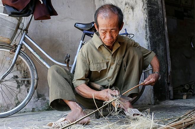 EVNHANOI sửa chữa, lắp đặt hệ thống điện cho 100% hộ nghèo thuộc huyện Thanh Oai ảnh 6