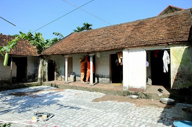 EVNHANOI sửa chữa, lắp đặt hệ thống điện cho 100% hộ nghèo thuộc huyện Thanh Oai ảnh 2