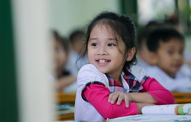 EVNHANOI trao tặng 50.000 quyển vở cho học sinh nghèo ngoại thành Hà Nội ảnh 6