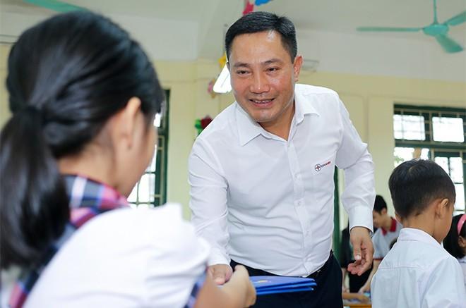 EVNHANOI trao tặng 50.000 quyển vở cho học sinh nghèo ngoại thành Hà Nội ảnh 8