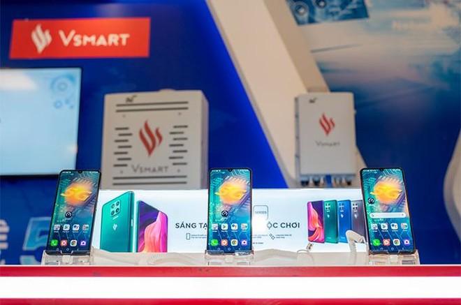 """Người dùng háo hức trải nghiệm điện thoại Vsmart 5G """"Make in Vietnam"""" ảnh 2"""
