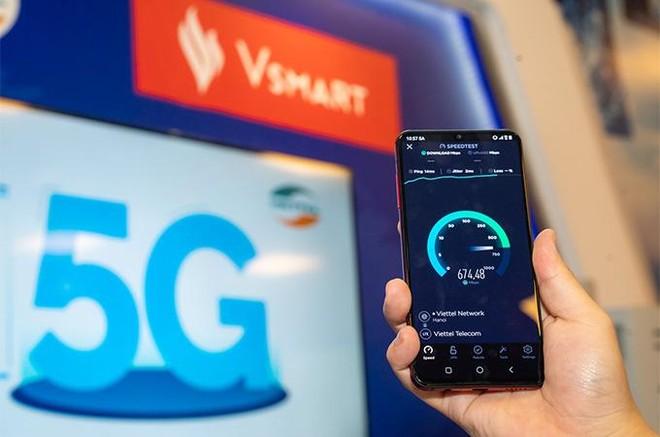 """Người dùng háo hức trải nghiệm điện thoại Vsmart 5G """"Make in Vietnam"""" ảnh 4"""