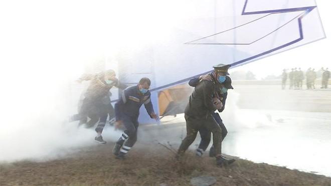 Sân bay Vân Đồn diễn tập cứu hộ máy bay hạ cánh khẩn cấp ảnh 2