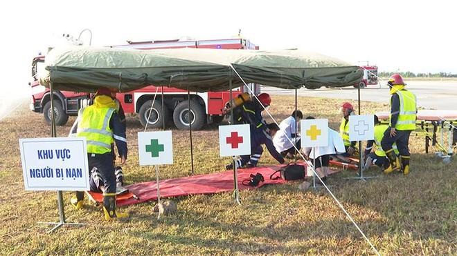 Sân bay Vân Đồn diễn tập cứu hộ máy bay hạ cánh khẩn cấp ảnh 3