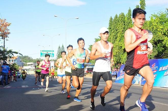Gần 1.500 vận động viên chinh phục đỉnh núi Bà Rá cùng Number 1 Active ảnh 2