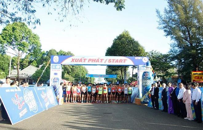 Gần 1.500 vận động viên chinh phục đỉnh núi Bà Rá cùng Number 1 Active ảnh 5
