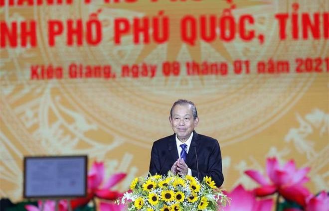 Nam Phú Quốc rực rỡ chưa từng thấy trong đại tiệc nghệ thuật và pháo hoa chào đón Phú Quốc lên thành phố ảnh 2