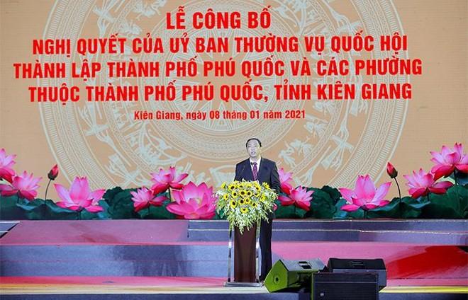 Nam Phú Quốc rực rỡ chưa từng thấy trong đại tiệc nghệ thuật và pháo hoa chào đón Phú Quốc lên thành phố ảnh 4