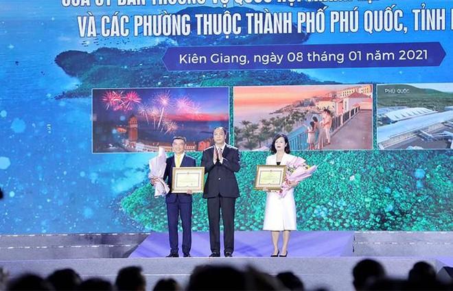 Nam Phú Quốc rực rỡ chưa từng thấy trong đại tiệc nghệ thuật và pháo hoa chào đón Phú Quốc lên thành phố ảnh 5