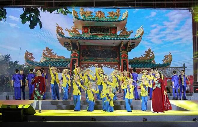 Nam Phú Quốc rực rỡ chưa từng thấy trong đại tiệc nghệ thuật và pháo hoa chào đón Phú Quốc lên thành phố ảnh 3