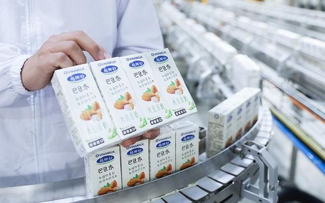 Vinamilk chào 2021 với lô sản phẩm sữa hạt và sữa đặc lớn xuất khẩu đi Trung Quốc ảnh 2