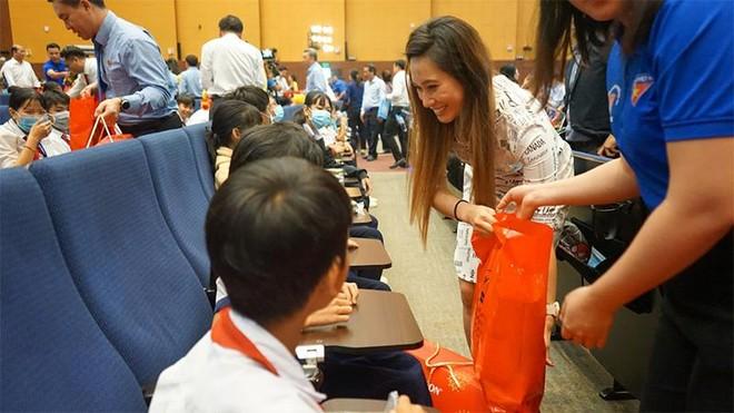 Tân Hiệp Phát chung tay mang Xuân yêu thương đến hàng ngàn trẻ em khó khăn tỉnh Bình Dương ảnh 4