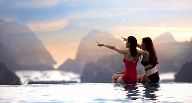 """Giới trẻ săn hoàng hôn """"đặc sản"""" Hạ Long: Choáng ngợp không gian cực tình tại bể bơi vô cực view trọn vịnh ảnh 8"""