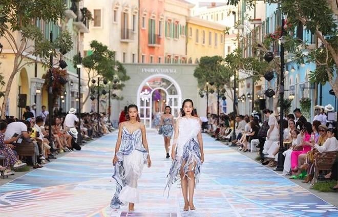 """Fashion Voyage #3 khiến Nam Phú Quốc bừng sáng như một """"kinh đô thời trang"""" ảnh 3"""