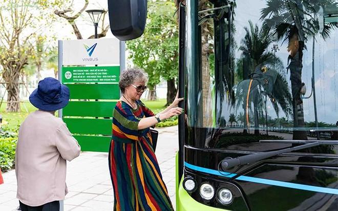 """Háo hức khám phá xe buýt điện đầu tiên tại Việt Nam với những trải nghiệm """"cực chất"""" ảnh 1"""