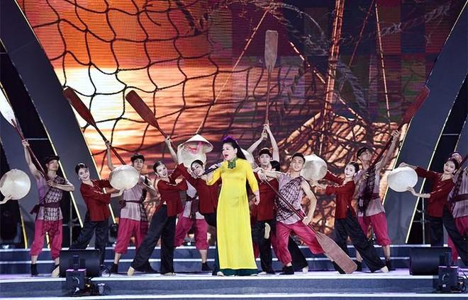 """Khán giả trầm trồ trước sân khấu hoành tráng đêm khai mạc Lễ hội du lịch Biển 2021 """"Sầm Sơn cất cánh"""" ảnh 4"""