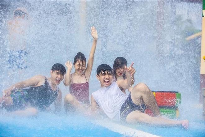 Sun World Halong Complex tung combo dịp 30/4: Chơi 3 công viên chỉ với 600.000 đồng ảnh 5