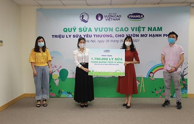 Vinamilk và Quỹ sữa Vươn cao Việt Nam tiếp tục hành trình trao sữa cho trẻ em tại 26 tỉnh thành trong năm thứ 14 ảnh 1