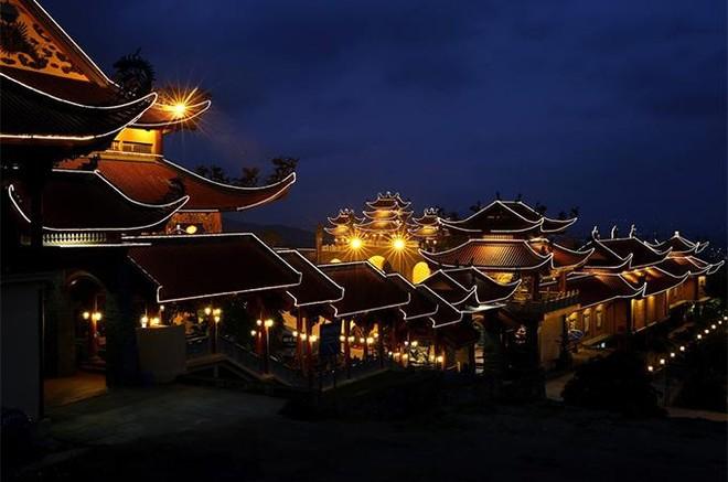 Đến Quảng Ninh đừng bỏ lỡ những quần thể tâm linh đẹp kỳ vĩ này ảnh 3