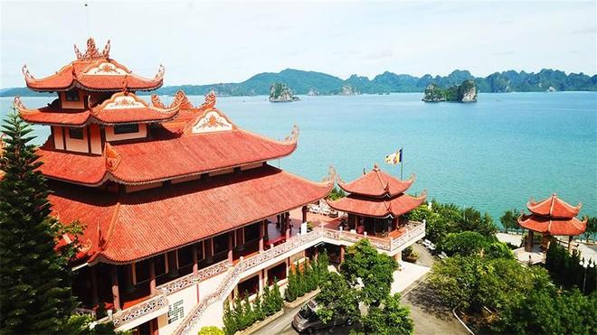 Du ngoạn Quảng Ninh, đừng quên ghé thăm những ngôi chùa độc nhất vô nhị ảnh 2