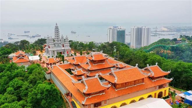 Du ngoạn Quảng Ninh, đừng quên ghé thăm những ngôi chùa độc nhất vô nhị ảnh 1