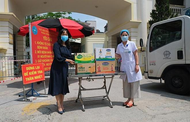 Vinamilk hỗ trợ gần 200.000 sản phẩm cho cán bộ y tế, người dân và trẻ em tại Hà Nội, Hà Nam, Bắc Ninh ảnh 1