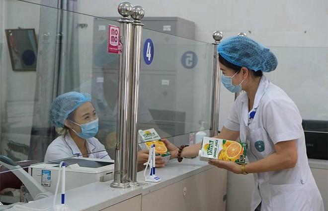 Vinamilk hỗ trợ gần 200.000 sản phẩm cho cán bộ y tế, người dân và trẻ em tại Hà Nội, Hà Nam, Bắc Ninh ảnh 3