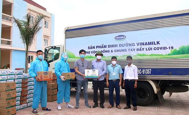 Vinamilk hỗ trợ gần 200.000 sản phẩm cho cán bộ y tế, người dân và trẻ em tại Hà Nội, Hà Nam, Bắc Ninh ảnh 4