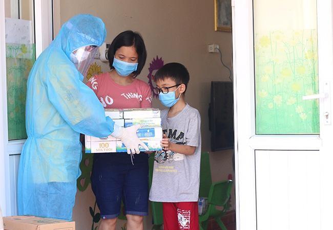 Vinamilk hỗ trợ gần 200.000 sản phẩm cho cán bộ y tế, người dân và trẻ em tại Hà Nội, Hà Nam, Bắc Ninh ảnh 5