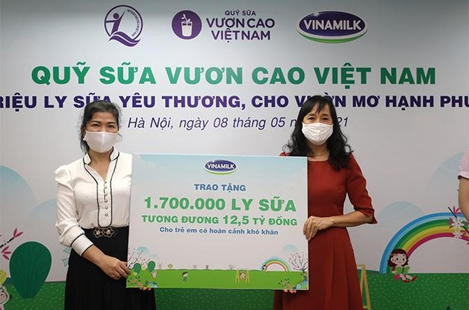 Vinamilk hỗ trợ gần 200.000 sản phẩm cho cán bộ y tế, người dân và trẻ em tại Hà Nội, Hà Nam, Bắc Ninh ảnh 6
